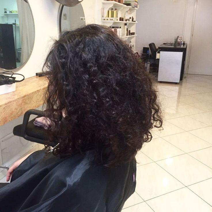 This beauty came to me for a change ������- Curls hydration is THE most important thing if you want them to be defined�� ! #curlyhairdontcare #curlyhair #definedcurls #devacurl #devacut #pixiecut #shorthairdontcare #newyork #lausanne #cosmetology #swisshairstylist #naturalhair #teamnatural #berrycurly http://tipsrazzi.com/ipost/1507921558768983409/?code=BTtNqsblB1x