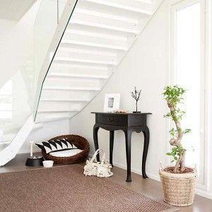 Gradon LUMO-portaat valkoisilla askelmilla ja valkoisella teräsrungolla #asuntomessut2012 #vuores