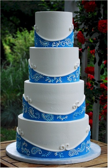 I'm not in love with the paisley pattern, but i love the color structure of this cake