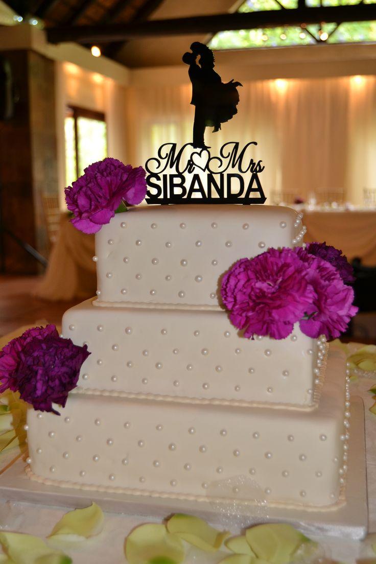 Cream Pearl Cake with Fresh Flowers