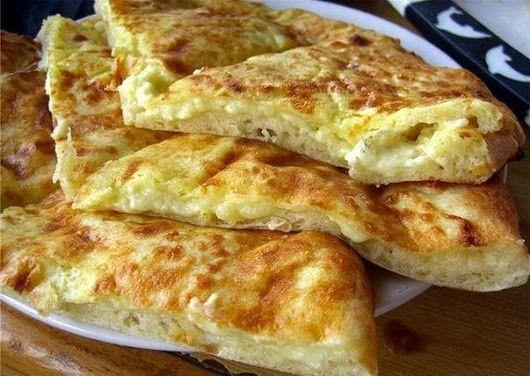 Быстрые Хачапури к завтраку! яйцо ●1 стакан молока ●1 стакан муки ●300 г сулугуни (творога) ●30 г сливочного масла Приготовление: 1. Взбить венчиком я... - Готовим Вместе + - Google+