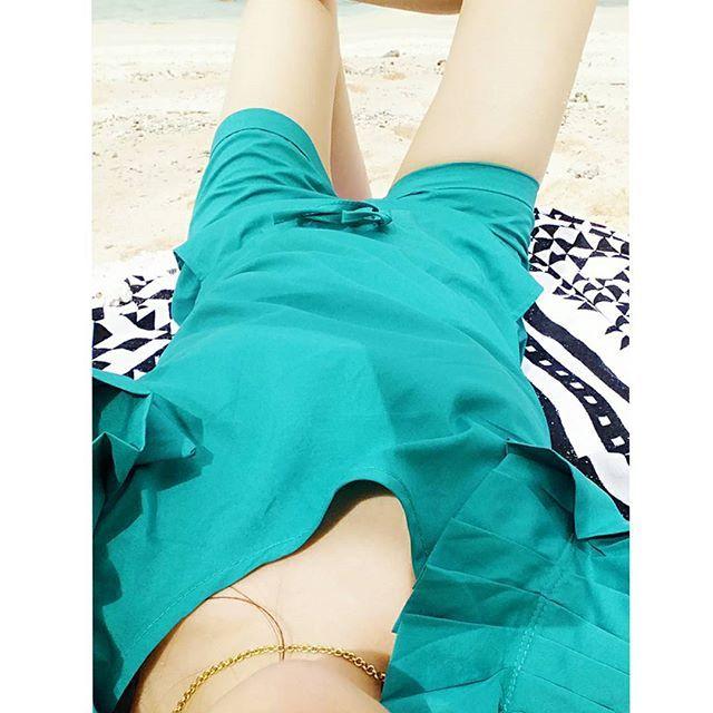 【tikukoma】さんのInstagramをピンしています。 《プライベートbeach😊ごろん いつになったら焼けるのかな?…真っ白  先日の旅pic #プライベート #ビーチ #private #beach #海 #南国 #砂浜 #ocean #自然 #ThankYou #love #friend #空 #波 #綺麗 #美しい #beautiful #昼寝 #ビーチタオル #ビーチサンダル #麦わら帽子 #眩しい #光 #ぷにぷに #ぶよぶよ #むちむち #小デブ #白豚 #美白 #美容 疎いから後が恐いね😱  実はたくさん写真あげてるけど外で撮ってるやつは全部全く見えてないでシャッターきってます(笑)眩しすぎるのと携帯画面が光で何を写してるのかさえわからないし😅そもそも私光が苦手でして完全に勘です(笑) 全部後からみたので面白い😂😂😂》
