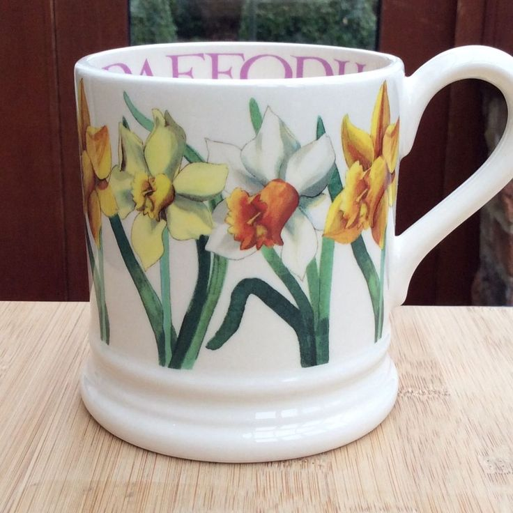 EMMA BRIDGEWATER original . Spring Flowers . Daffodils . 1/2 pint MUG