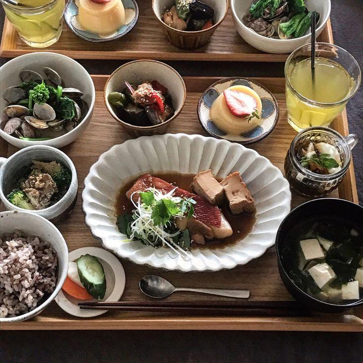いいね!1,280件、コメント13件 ― fuchiさん(@fuchibiyori)のInstagramアカウント: 「2017.4.2 Sun . 【金目鯛の煮付け定食】 ・金目鯛の煮付け 厚揚げ入り ・あさりと菜の花の酒蒸し ・茄子とピーマンと鶏の南蛮 ・焼き舞茸とブロッコリーの胡麻和え ・山芋入りもずく酢…」