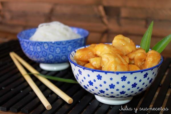 Como creo que todos sabéis ya, siento una especial atracción por la comida china, me encantan los contrastes agridulces y este pollo a la naranja es una receta