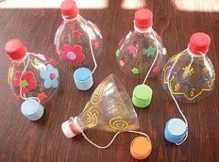 Juguete con botella de plástico.