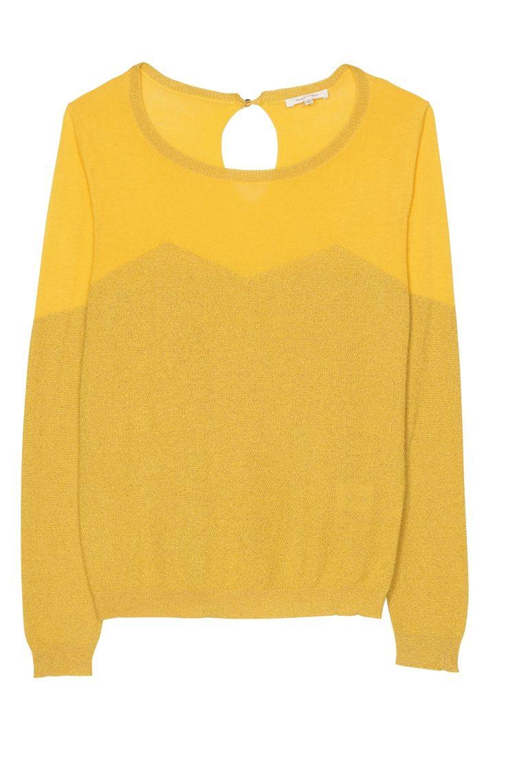 Prachtige, gele trui met lurex. Tailleert normaal.