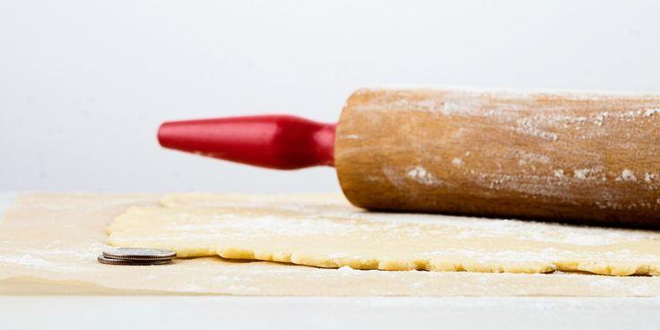 How to Use Quarters to Measure Pie Crust   Epicurious.com