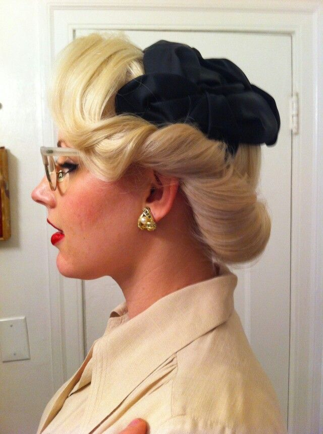 A perfectly lovely vintage Updo:: Retro hairstyle:: Vintage hairstyles:: 1940s hair inspiration