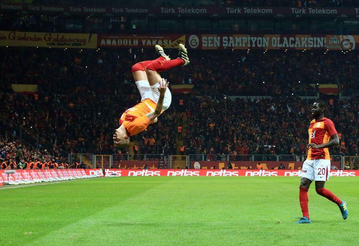Efsane frikik golü sonrası Maicon'un gol sevinci..!!