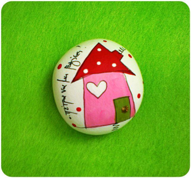 Βότσαλο από πηλό ζωγραφισμένο -σπίτι ροζ :: ..δημιουργούμε μαζί..