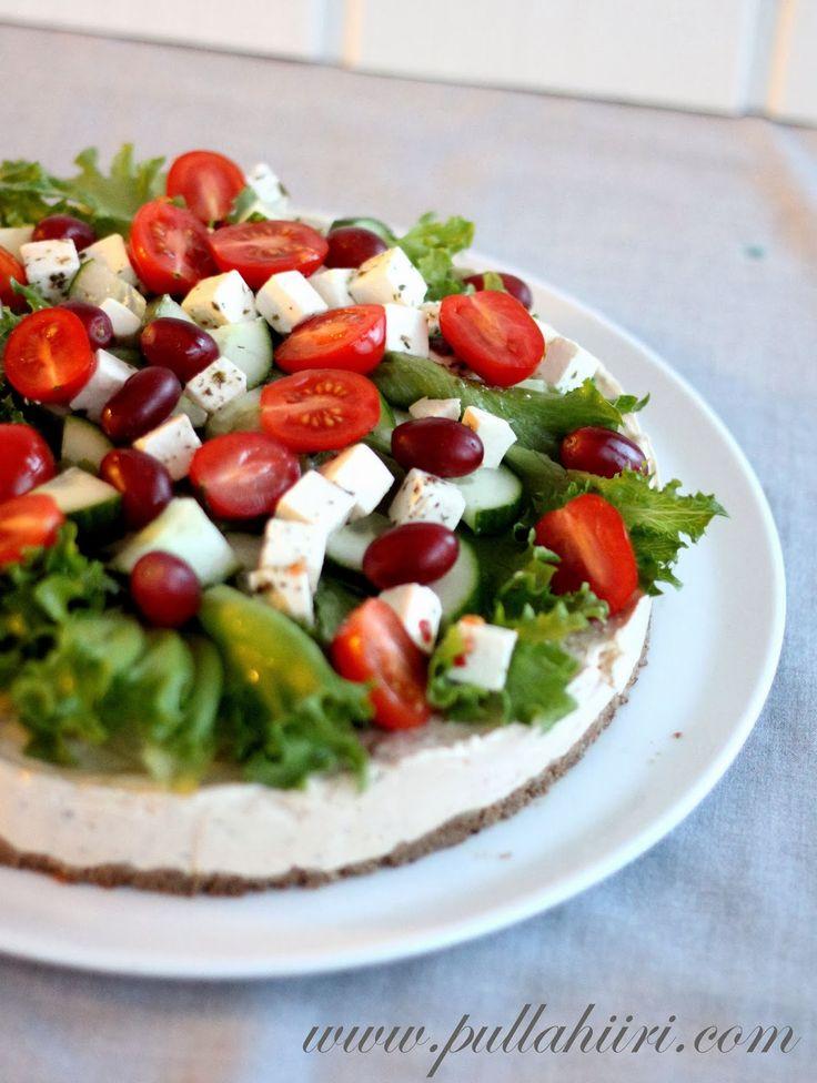 Hyydytetty voileipäkakku, fetajuusto, salaatti, blogin joulukalenteri