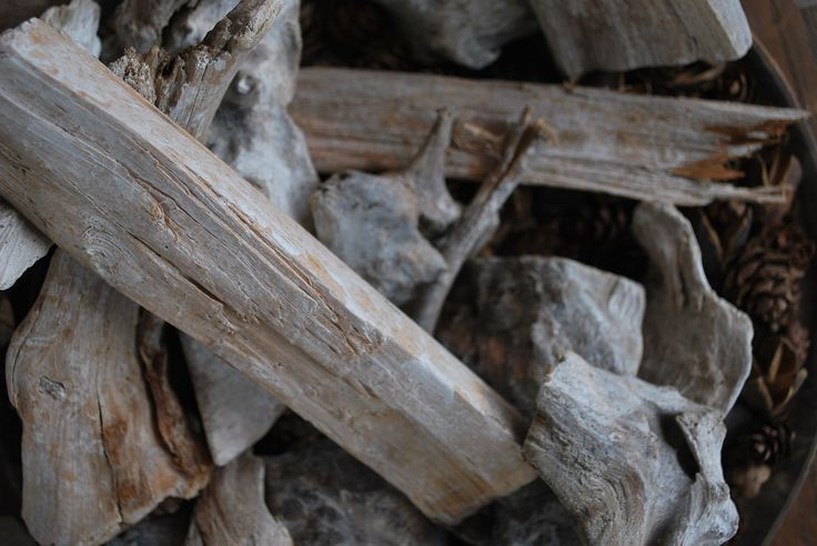Close-up hout, sfeerfoto.   #interiordesign #wood #autumn #aesthetic #rural #fireplace
