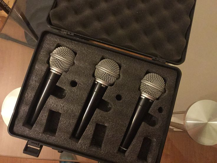 $30.000 - 3 Micrófonos Samson, con maleta y 3 cables XLR de ~15mts c/u