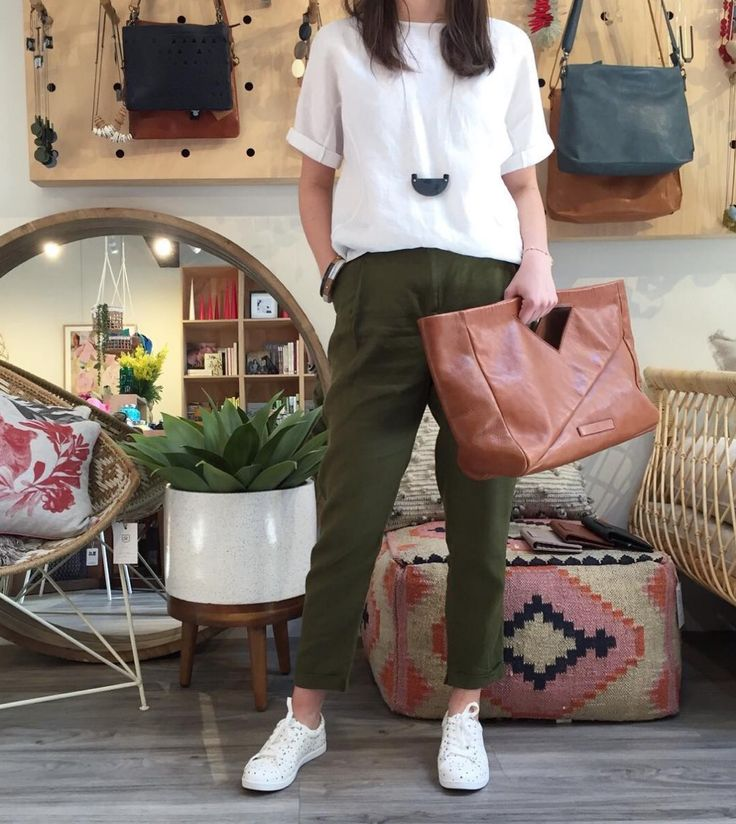 Start fresh with these lovely linen arrivals from Elk! Erin from our ODC floor wears: Flack Leather Sneakers Moss Green Linen Pants White Linen Box Top Duren Leather Tote #models #basically #linen #fashion #sydney #springfashion #spring #fashion #sydneyfashion #sydneystyle #leather #girl #mossgreen #greenery