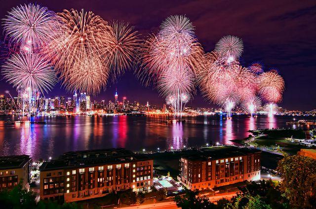 Macy's Fourth of July Fireworks 2011 @ New York City by mudpig, via Flickr