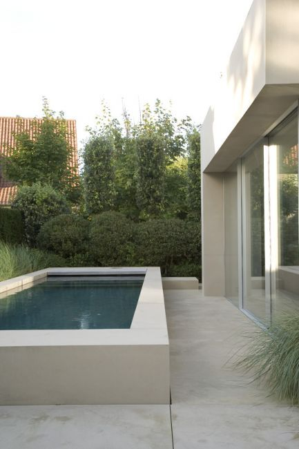 #piscina #cemento #cortile— Peter Ivens studiebureau interieurarchitectuur