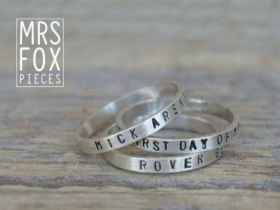 Zilveren ringen - Handgestempeld - Custom tekst bv. naam, datum of stukje (song)tekst - set van 3, 2.5mm breed - Echt zilver