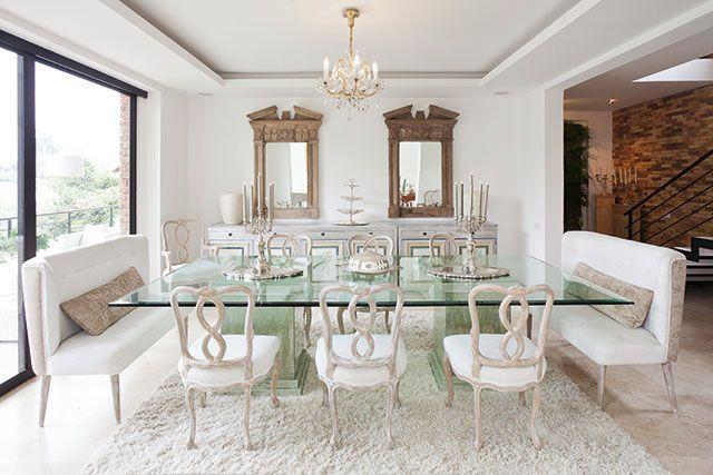 En la casa de María Fernanda Mantilla el blanco es dominante, la luz natural penetra por enormes ventanales.  FOTO: Chris Falcony  Revista CLAVE! Edición 45