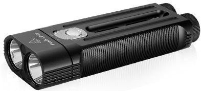 Linterna Fenix LD 50, con 1800 lumenes. Ilumina a 270 metros de distancia. 150 horas de duración de pack de baterias en modo Bajo. 5 modos de iluminacion y 1 modo flash.