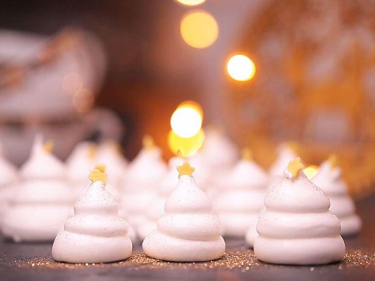 Vous voulez la recette d'un bon dimanche après midi? Des petits sapins meringués+ un bon thé de Noël.