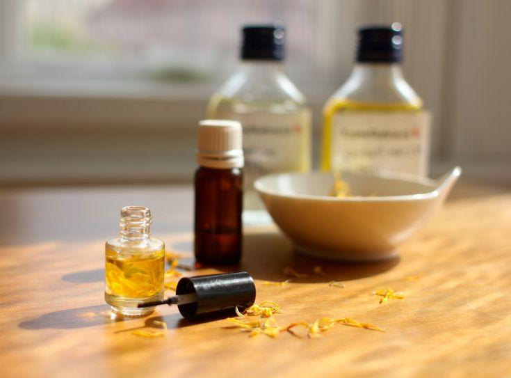 Ve skříni jsem našla olejíček na nehty s mandlovým olejem. Po prostudování složení jsem zjistila, že mandlového oleje je tam...
