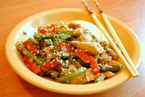 Czosnkowy Kurczak to wspaniała azjatycka potrawa, która zadowoli gusta niejednego polaka