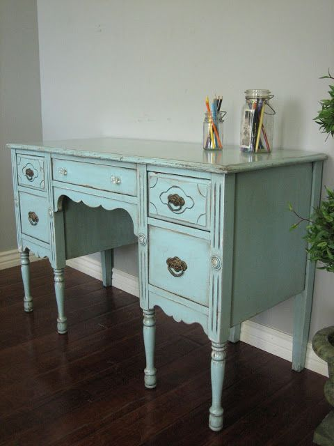 European Paint Finishes: Shabby Chic Desk ~