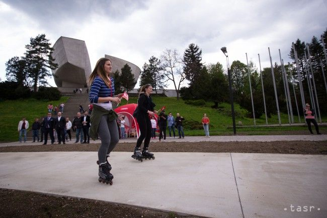 VIDEO: V Banskej Bystrici otvorili novú dráhu pre korčuliarov - Regióny - TERAZ.sk