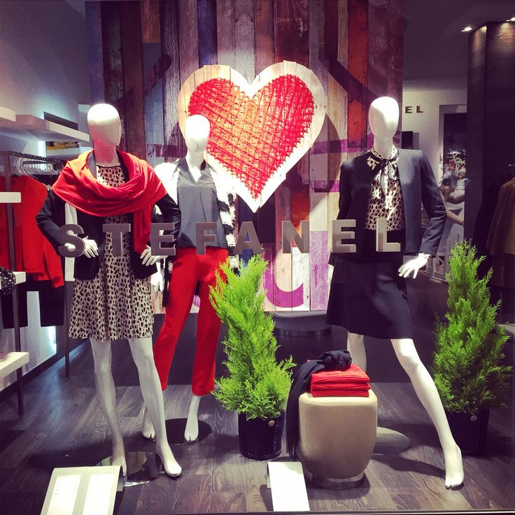 Windows display project Valentine - Visual merchandising idea - Stefanel Ferrara Store