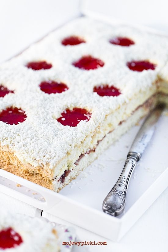 Ladybug Cake with Vanilla Cream and Strawberry Jelly | Ciasto biedronka (in Polish)