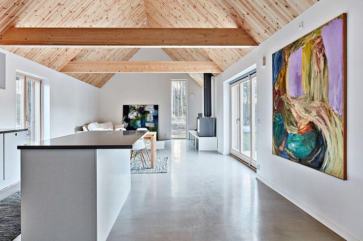 Köket och vardagsrummet har givits stor betydelse i detta hus. Dämmet 31 - Bjurfors