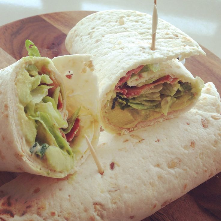 Lunchwraps met avocado eiersalade, kipfilet en bacon | Taste our Joy!