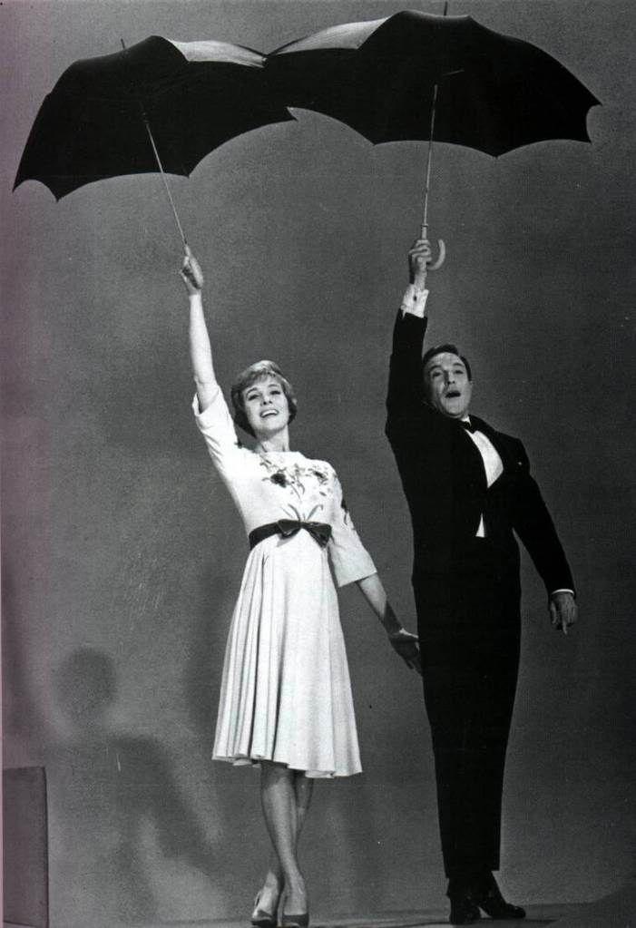 Julie Andrews y Gene Kelly, 1960.