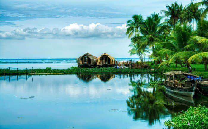 Explore the shiny, sparkly Kerala backwaters - Kasaragod, Kochi, Kollam, Payyanur, Thiruvananthapuram, Kumarakom, Pathiramanal Backwaters, Alappuzha & more.