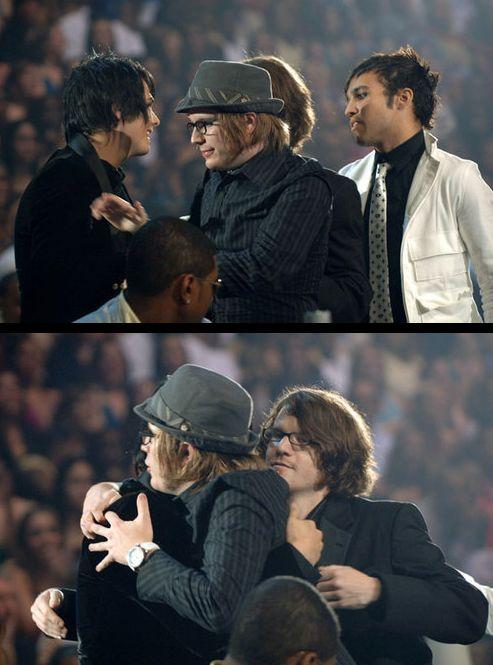 Fall Out Boy giving Gerard Way a hug at the 2005 MTV2 Awards