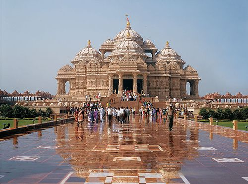 beautiful-earth:  The Delhi Akshardham is an imitation of the Akshardham in Gandhinagar, Gujarat, India.