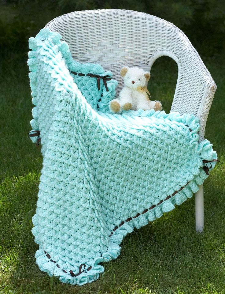 Yarnspirations.com - Bernat Crocodile Stitch Baby Blanket - Patterns  | Yarnspirations