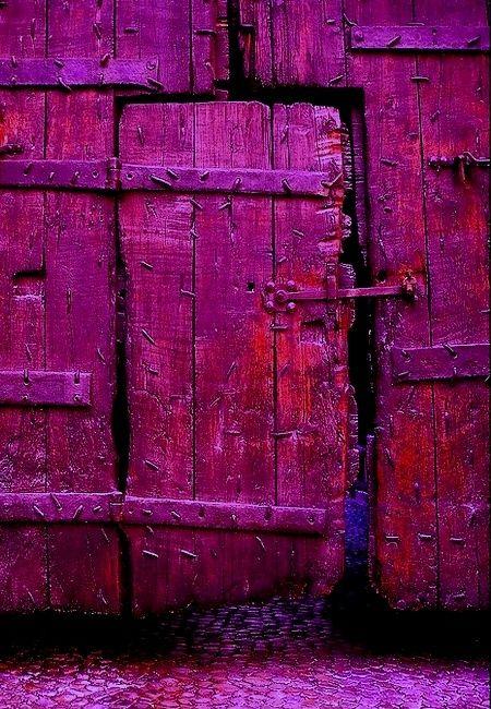 2014 - Pantone Colour Radiant Orchid, door
