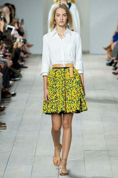 Cute spring work outfit idea from Michael Kors spring 2015: Floral skirt + white shirt + classic accessories