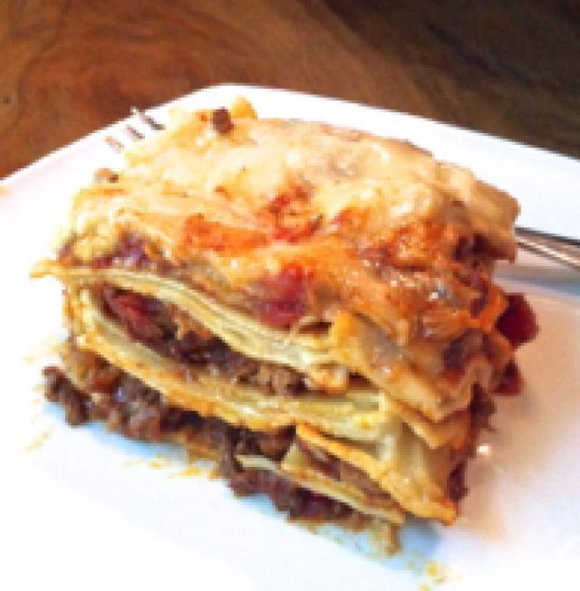 Creamy Venezuelan-Style Lasagna with Bechamel Sauce: Creamy Venezuelan-style…