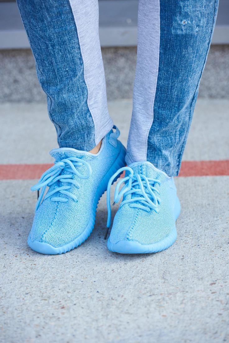 Adidasi Sport Style Blue. Adidasi cu talpa usoara, deosebit de comozi, se leaga cu siret.