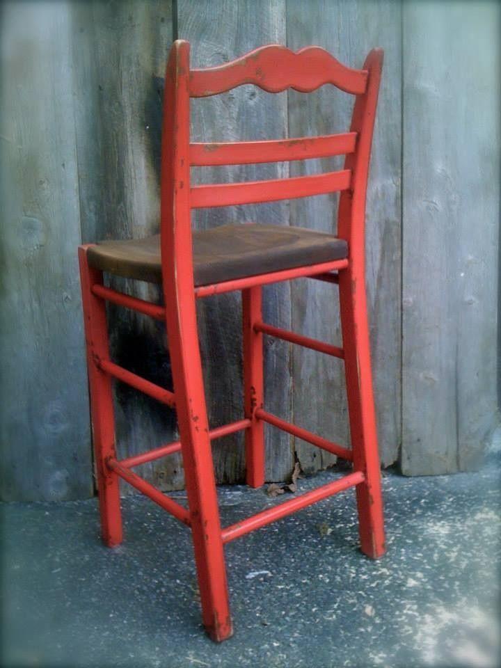"""Chaise """"Capucine"""" antiquée au brou de noix, à la peinture de lait couleur """"Rouge Fort York"""", au bitume de Judée et à la cire artisanale (abeille+carnauba)"""