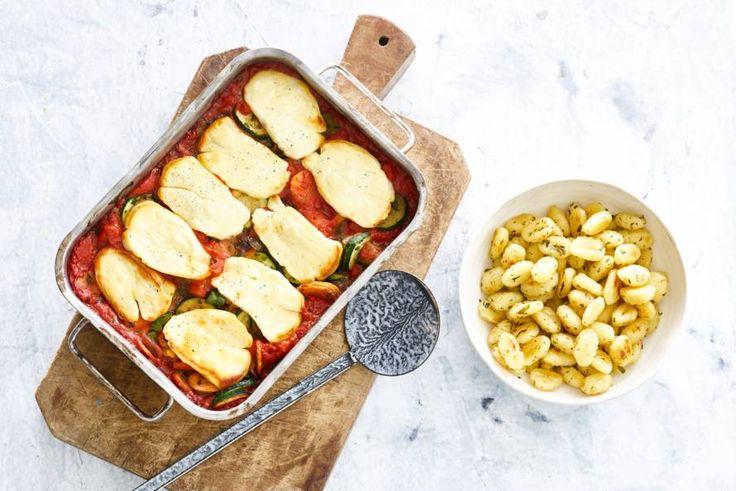 Halloumi is dé ideale kaas om te verwarmen, want in de oven behoudt-ie mooi zijn vorm - Recept - Allerhande