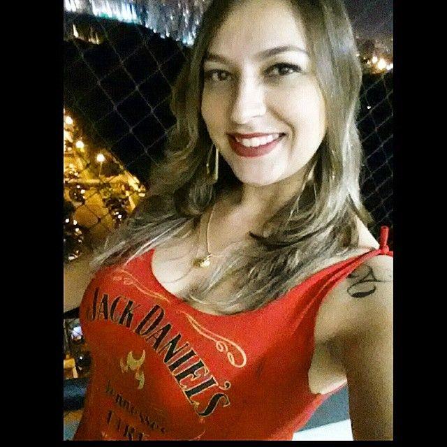 Nossa cliente pronta para arrasar com a sua regata Jack Daniel's Fire, exclusividade Sow Store. Linda, Daniela Pessotti! ;)