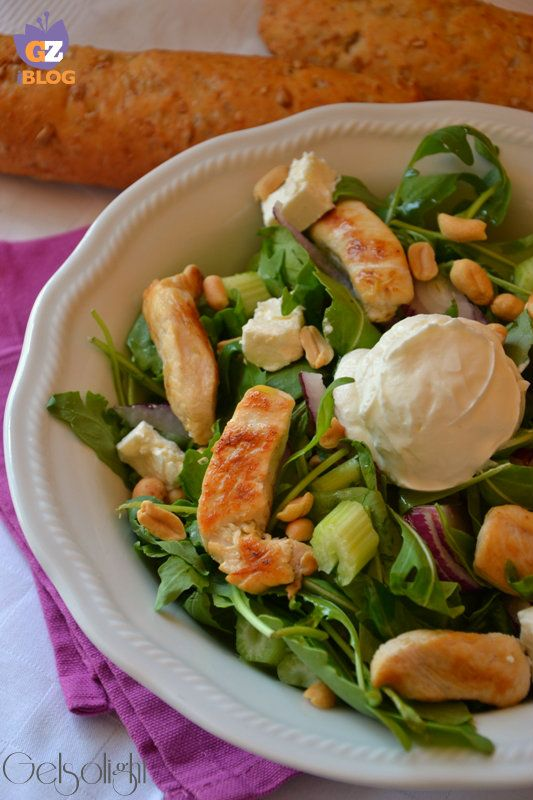 Insalata di pollo, anacardi e yogurt greco