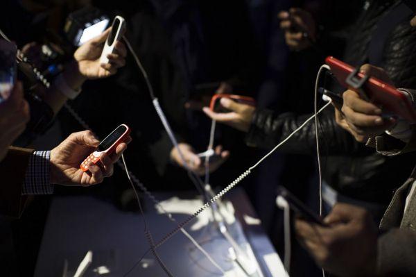 Descubra el nuevo teléfono Nokia 3310 lanzado de nuevo durante una presentación de Nokia antes de la inauguración del Mobile World Congress. Visite nuestra página y sea parte de nuestra conversación: http://www.namnewsnetwork.org/v3/spanish/index.php #nnn #bernama #malasia #malaysia #nokia #asia #europe #comunicaciones #news #noticias #tecnologia