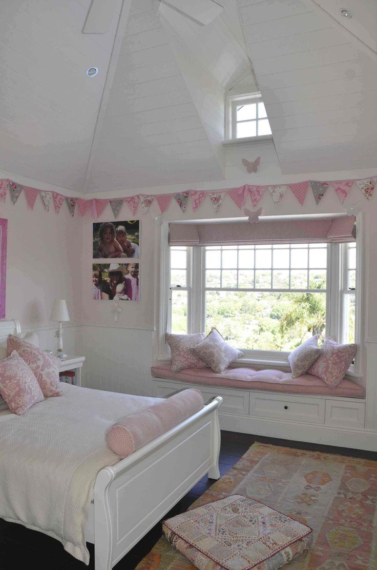 Bay window bedroom - Bay Window Bedroom