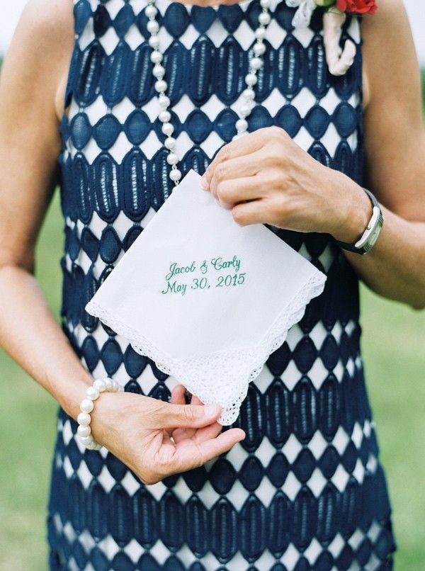 hankys for ceremony happy tears - photo by Jessica Scott Photography: 15 Budget Friendly Wedding Favors for a tight budget | http://www.fabmood.com/budget-friendly-wedding-favors #weddingfavors #favor