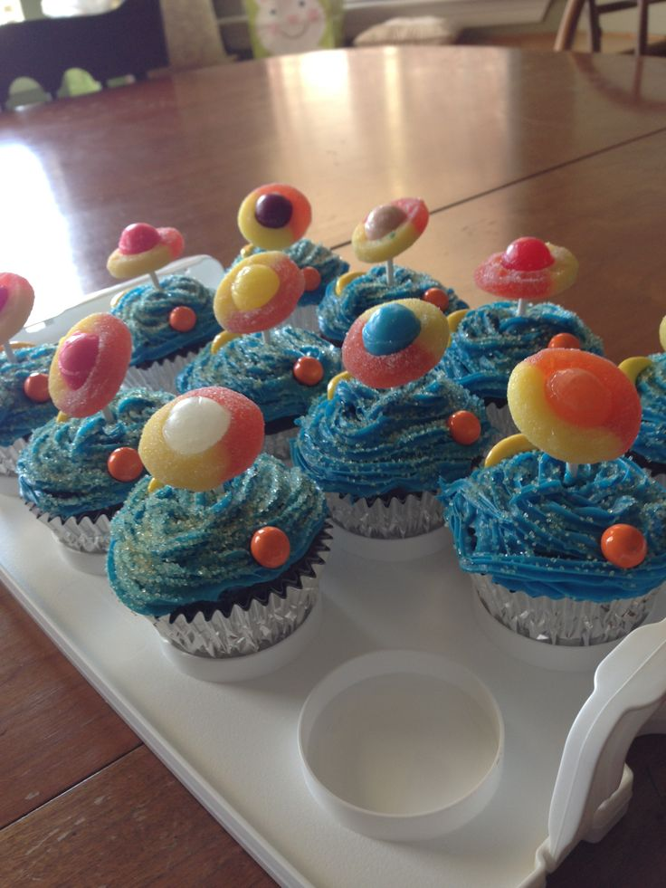 Planet cupcakes for a space birthday party